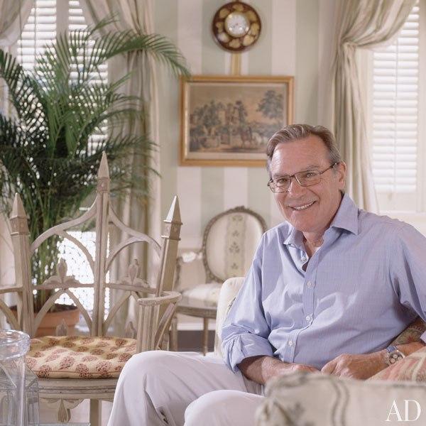 Энтони Браун в гостиной своего дома в Вашингтоне. 2002