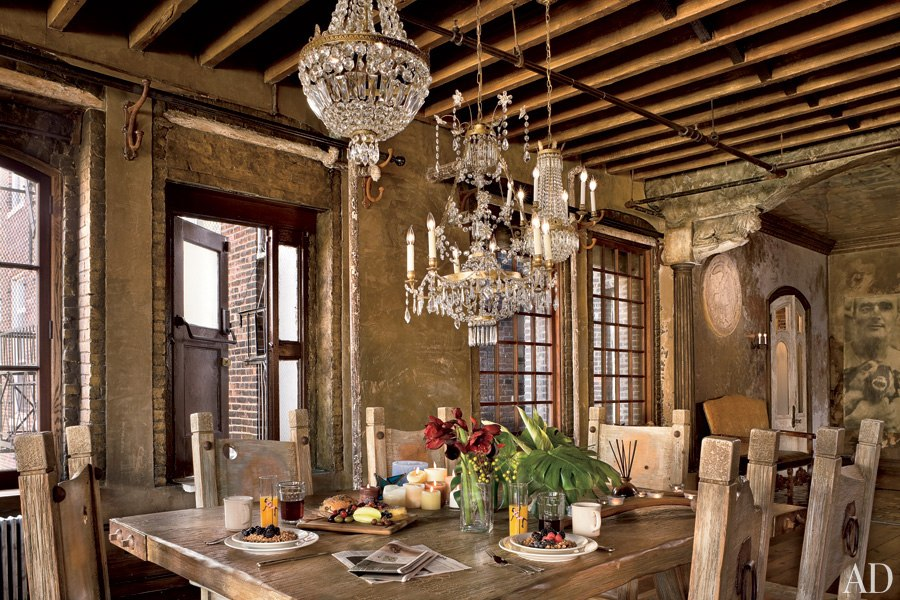 liveathome-celebrity-dining-rooms-11-gerard-butler